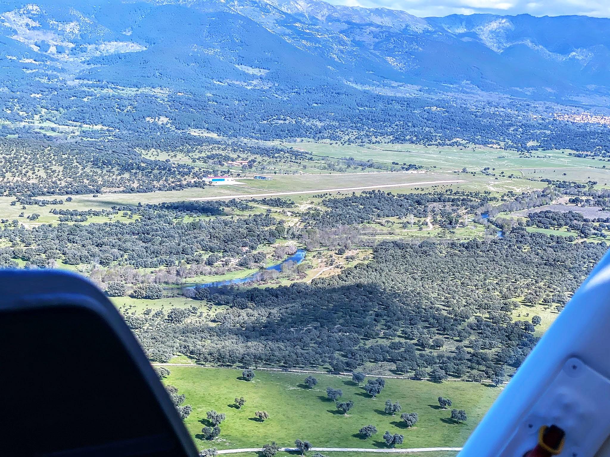 Aeródromo La Iglesuela LETI. El Tietar
